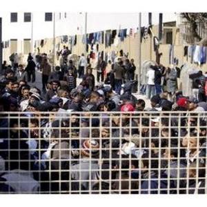 """""""I bambini di Lampedusa dormono su materassi sporchi e senza coperte"""""""