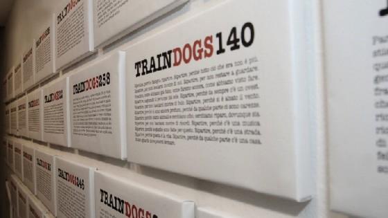 Traindogs, undici righe al giorno: una pagina facebook diventa libro (e una serie di spettacoli)