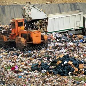 """Caccia alle discariche segrete di Gomorra: """"Viviamo su 800 mila tonnellate di veleni"""""""