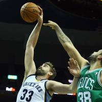 Basket, Nba: I Clippers travolgono Houston, notte fonda Celtics