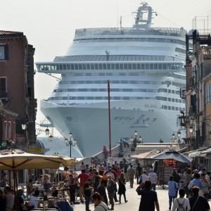 Venezia, stop al transito delle grandi navi dal primo novembre 2014