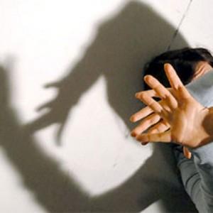 Giovane ridotta in schiavitù e costretta a prostituirsi: 2 arresti