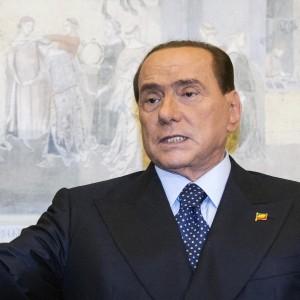 """Berlusconi: """"I miei figli come ebrei sotto Hitler"""". Ucei: """"Offesi milioni di morti"""". Il Cav: """"Frase strumentalizzata"""""""