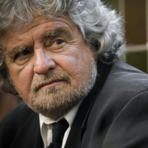 """Reddito di cittadinanza, Grillo: """"Copertura da Imu Chiesa e taglio pensioni d'oro"""". Fassina: """"E' il re delle balle"""""""