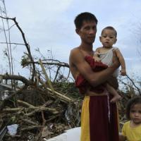 Filippine, 4 milioni i bambini colpiti da tifone.<br />L'Onu: &quot;Diecimila morti solo a Tacloban&quot;