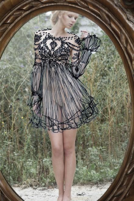 Fotografia nudo allo specchio il vestito disegnato - Ragazze nude allo specchio ...