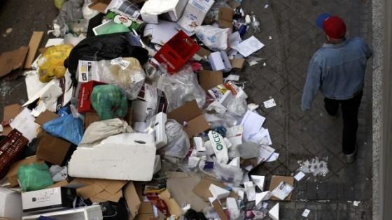 A madrid emergenza rifiuti e il reporter insegue un for Piani di casa rambler con seminterrato sciopero