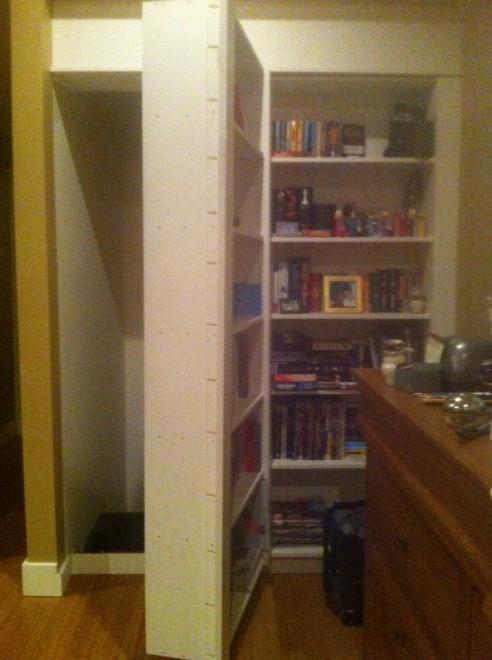 Canada in casa c 39 un estraneo inquilini scoprono stanza for Planimetrie uniche con stanze segrete