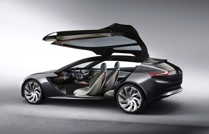 Opel Monza Concept, infotainment al primo posto