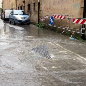 Maltempo sull'Italia, ciclone in Sardegna. Morta una donna vicino Oristano, cinque dispersi in Gallura