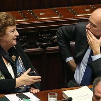 """Caso Cancellieri, Renzi: """"Il vecchio Pd l'ha difesa, il nuovo no"""". M5S punta alla spaccatura"""