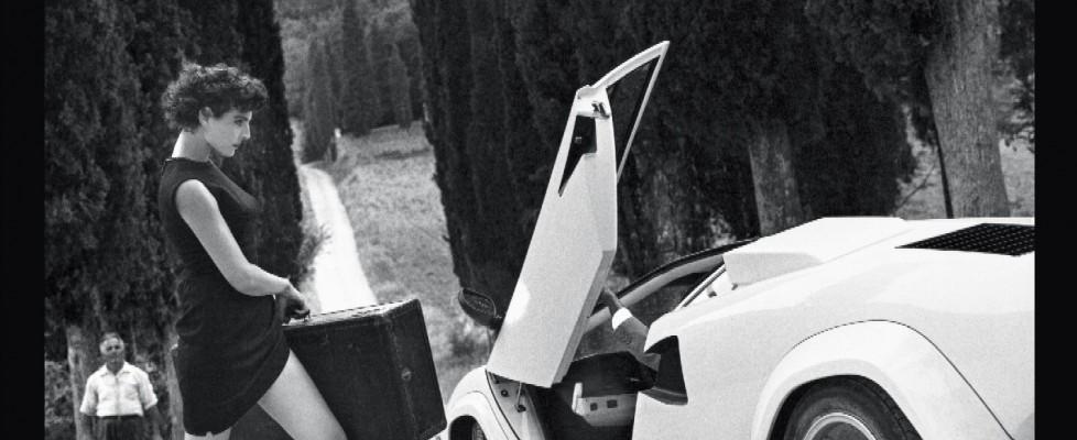 Calendario Pirelli, per i 50 anni gli scatti inediti di Helmut Newton