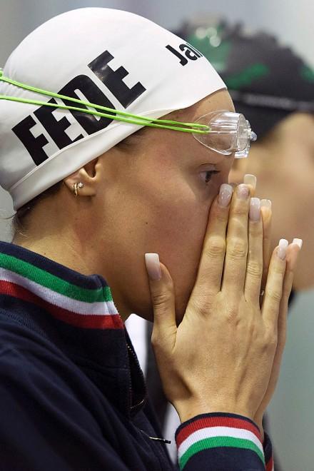 """Federica Pellegrini """"affila"""" le unghie"""