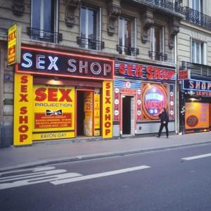 Parigi, Pigalle addio: si spengono le luci rosse che ispirarono Manet