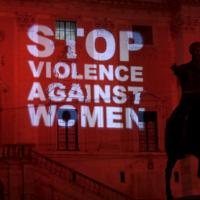 Giornata mondiale contro il femminicidio: l'Italia delle scarpe rosse
