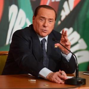 La verità a scoppio ritardato della testimone Appleby e le falle della versione di Berlusconi