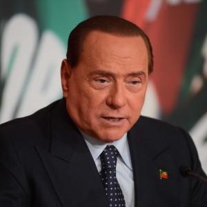 """Berlusconi: """"Domani in piazza è solo l'inizio"""". Pd replica: """"E' strategia tensione anti-Stato"""""""