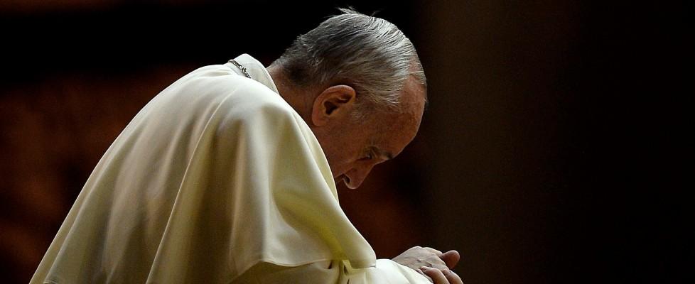"""Papa Francesco disegna la chiesa del futuro. L'appello ai politici: """"Questa economia uccide"""""""