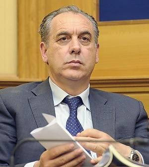 Stabilità, 750 mln per la casa I soldi dei partiti per le calamità