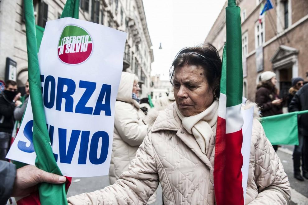 Decadenza Berlusconi, i volti della piazza