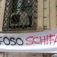 Decadenza Berlusconi, ''Schifoso Schifani'': gli striscioni