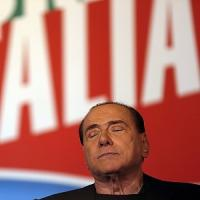 """Decadenza, primo giorno fuori dal parlamento per Berlusconi. Pd: """"Sue parole non da statista"""""""