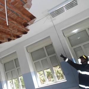 Cagliari, crolla soffitto in un liceo. Feriti un'insegnante e due studenti