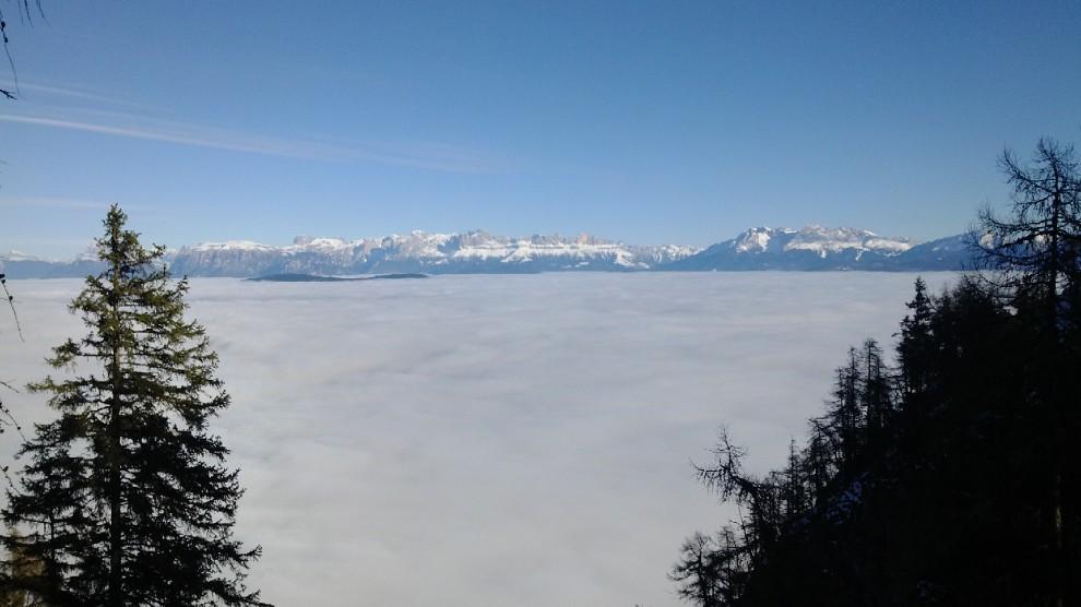 Spettacolo sulle Dolomiti: un mare di nuvole