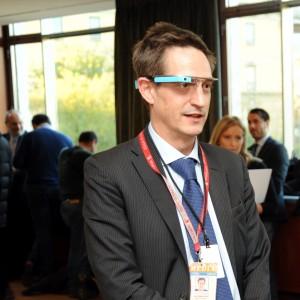 Cacciato dal ristorante, indossava i Google Glass: privacy e sicurezza minacciano gli occhialini di Big G