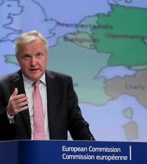"""Debito, l'accusa di Rehn all'Italia: """"Non state rispettando l'obiettivo, ora privatizzazioni e spending review"""""""