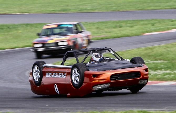 l u0026 39 auto rovesciata  pazza idea
