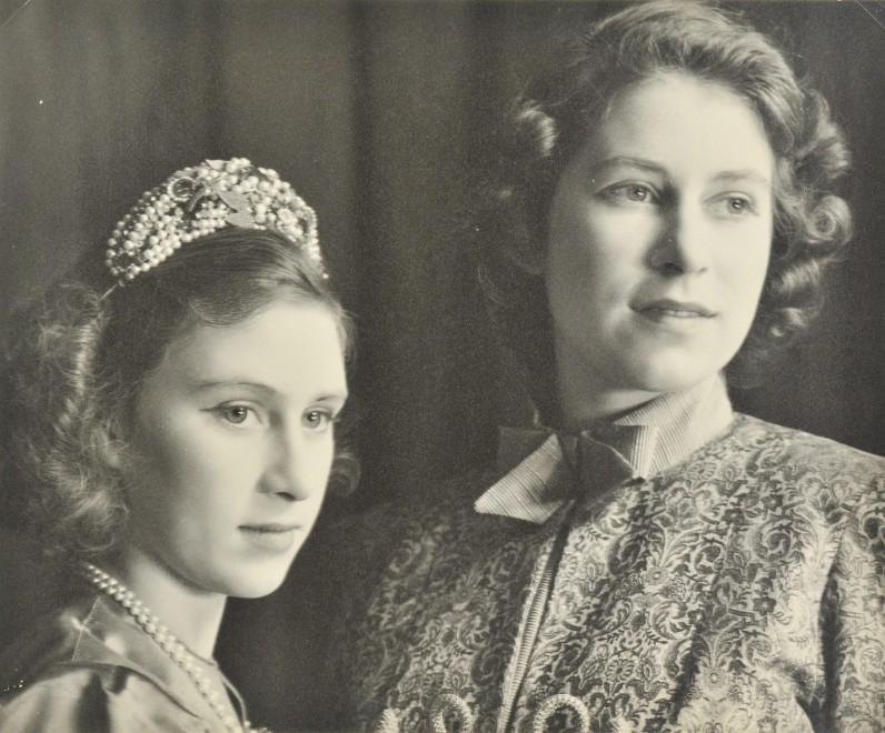 la regina elisabetta attrice a 15 anni allasta le foto