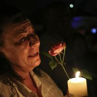 Fiaccole per Madiba: il Sudafrica piange Nelson Mandela