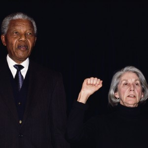 """Gordimer: """"L'ultimo tarlo <br />di Madiba, la corruzione <br />che divora questo paese"""""""
