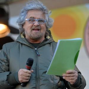 Grillo mette tra i giornalisti ostili anche Francesco Merlo
