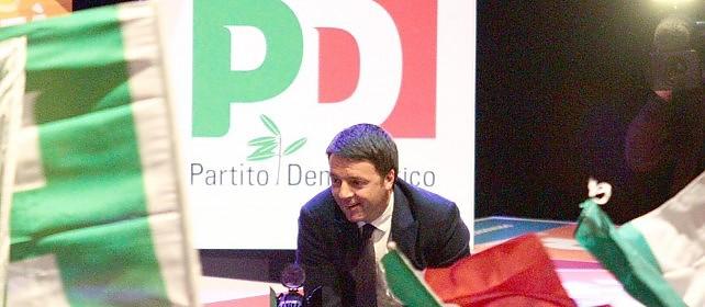 """Il trionfo di Matteo Renzi: arriva al 68%  Successo affluenza, quasi tre milioni di elettori Il neo segretario Pd: """"L'Italia non torna indietro"""""""