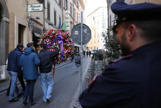 Pd, the day after: l'equivoco della corona funebre