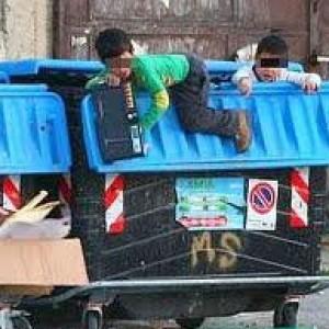 La crisi in Italia è una tenaglia che stringe bambini e adolescenti: oltre un milione in povertà assoluta