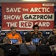 Blitz di Greenpeace in conferenza stampa