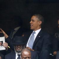 """Obama, siparietto con la ministra danese: Michelle lo """"fulmina"""""""