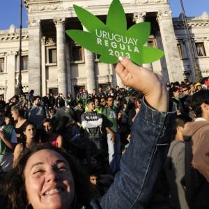 Uruguay, marijuana venduta dallo Stato. Passa la legge
