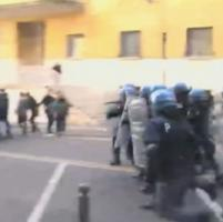 Roma, scontri all'università fra studenti e polizia