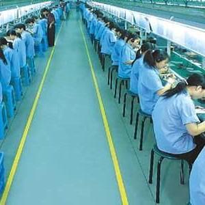 Cina, turni massacranti: muore a 15 anni in fabbrica di iPhone