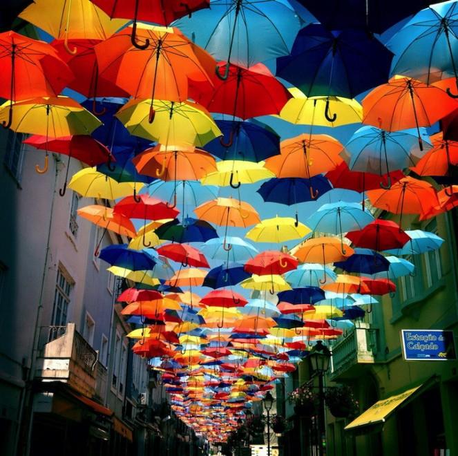 Dagli ombrelli in cielo alle case di tessuto: le dieci installazioni più spettacolari del 2013
