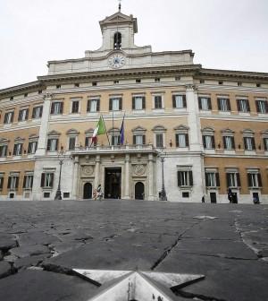 """Stabilità, sit-in dei sindacati a Montecitorio. """"Non fa nulla per sostenere la crescita"""""""