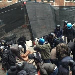 Venezia, scontri tra centri sociali e neofascisti: feriti 10 agenti