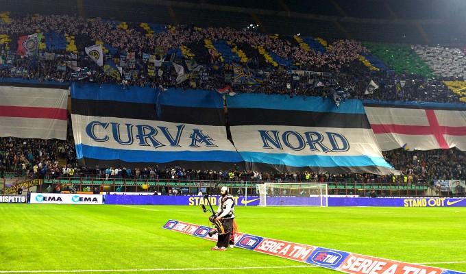 Razzismo, chiuse per due turni le curve di Roma e Inter