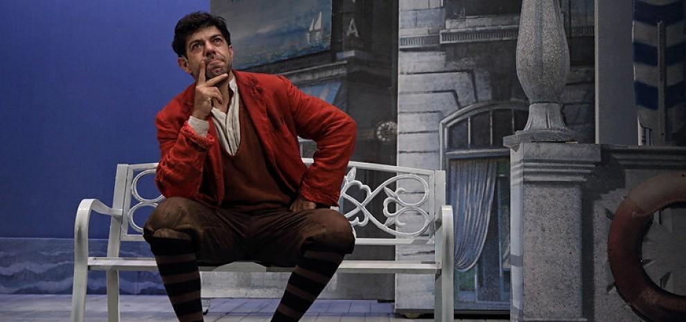 """Pierfrancesco Favino torna a teatro: """"Il mio Arlecchino ai tempi del varietà"""""""
