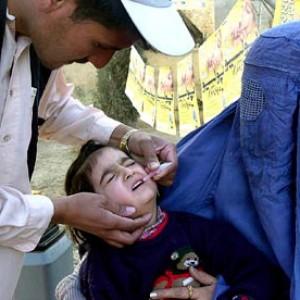 Pakistan, fuggono vaccinatori contro la polio per attacchi dei talebani