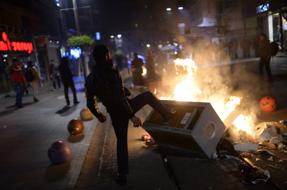 Turchia, scontri a Istanbul, manifestanti chiedono dimissioni di Erdogan